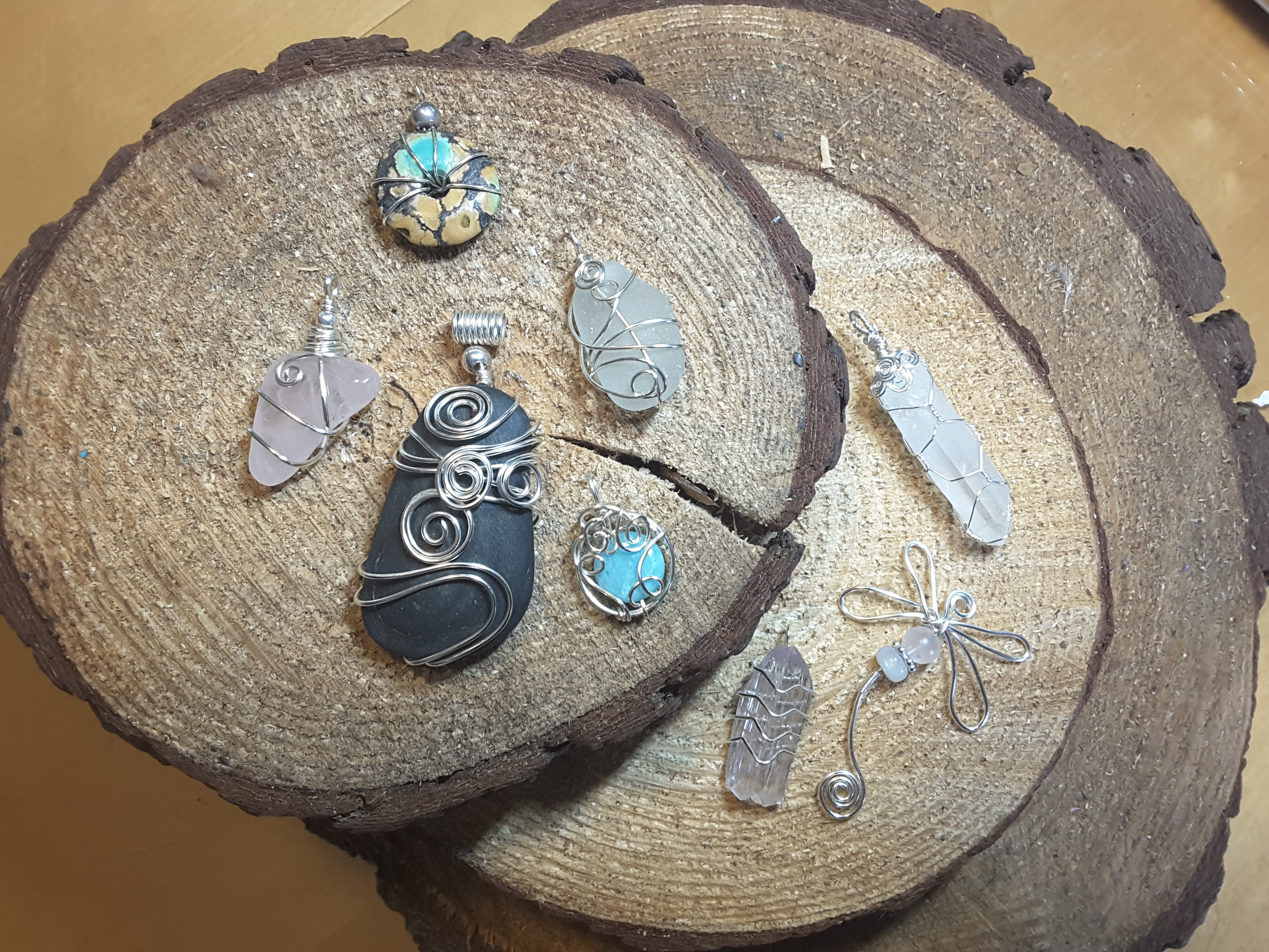 CREATE A WIRE WRAPPED PENDANT WITH JANE DOIDGE, HILLVIEW DESIGNS